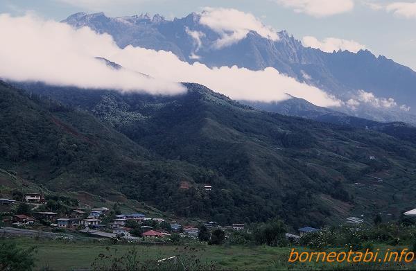 2002年5月 キナバル山を眺めながらドライブ