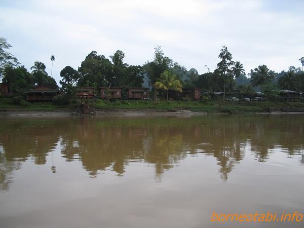 2005年2月 川の民が暮らす