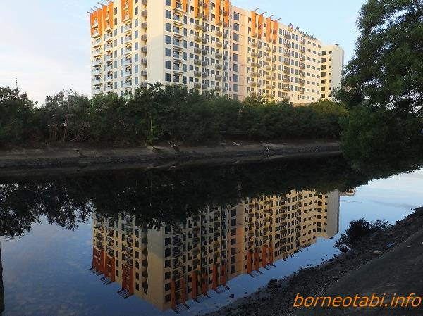 2014年2月14日 ミンガーデンホテルを映す川