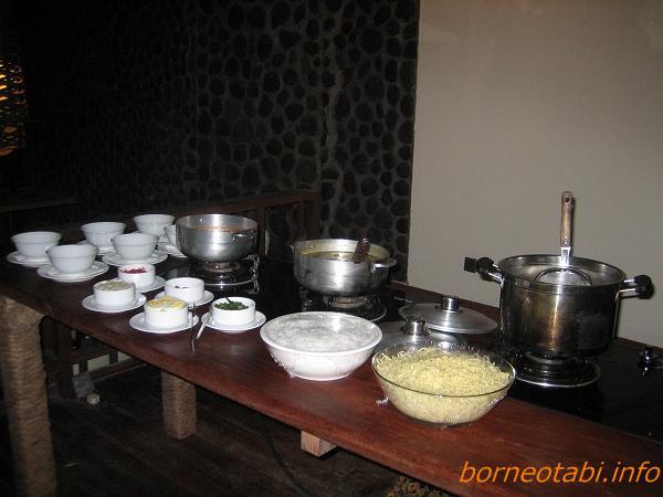 ダナンバレーの食事 麺類  2012.7.2
