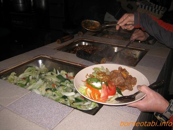 野菜や肉の炒め物 ラバンラタ小屋 2012.5.21 キナバル公園