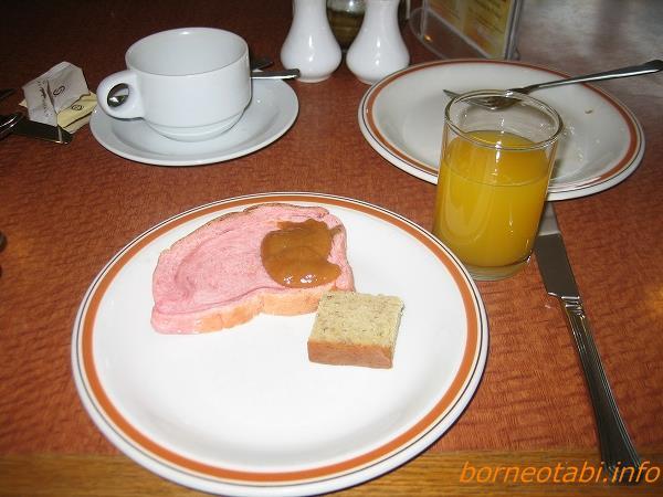 ホテルシャングリラの朝食 デザート 2012.5.23 コタキナバル